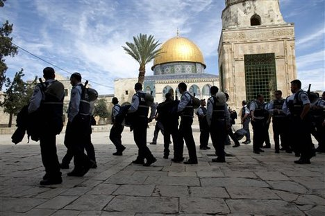 Israeli police in the Al Aqsa Mosque courtyards to protect settlers