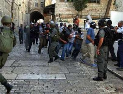 Israeli settlers defile Al Aqsa Mosque